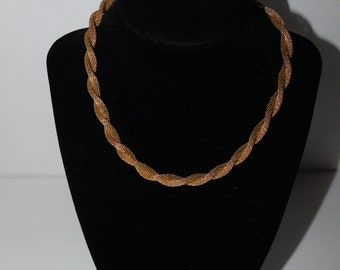 Vintage Gold Tone Short Twisted Rope Chain Signed Lisner