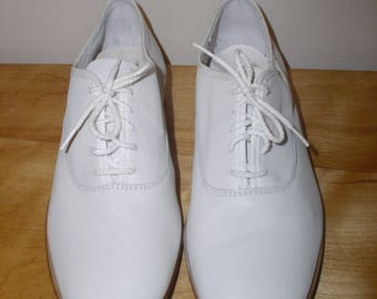Vintage Thom McAn Vanguard White Leather Oxford Dress Shoes Beautiful Spring Summer Mens Fits Women