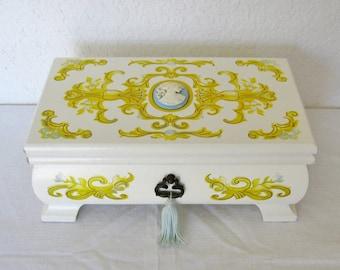 Cameo Jewelry Box