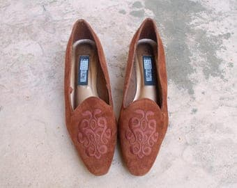 Vintage Womens 9.5 The Leather Collection Slip On Loafers Pumps Heels Oxfords Dress Shoes Brown Suede Leather Shoes Sneakers Boho Hipster