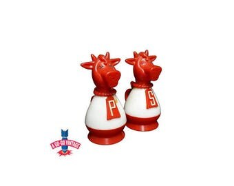 Vintage Cow Salt n Pepper Shakers, Cow Shaker Set Red & White Kitchen