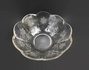Vintage Crystal Bowl Etched Floral Starburst base Scalloped Edge Seneca or Rock Sharpe Serving Bowl Salad Bowl Holiday Serving