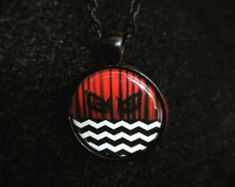 Pop culture necklace: Twin Peaks - Red Room - The owls are not what they seem