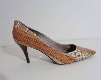 PERFECT Kenneth Cole SNAKESKIN Pumps with PINK & Yellow! 9