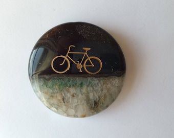 Agate pendant stone with sandblasted bicycle