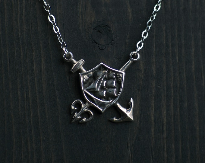 Tritons court necklace
