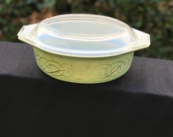 Vintage Pyrex 1 1/2 qt Casserole Dish
