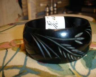 1U Carved Bakelite Bracelet
