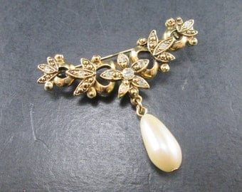 Vintage Rhinestone & Faux Pearl Gold Tn Flower Brooch Pin