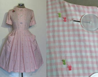 """Incredible late 1950s full skirted gingham Lucy dress w/huge pockets and buttons waist 25"""""""