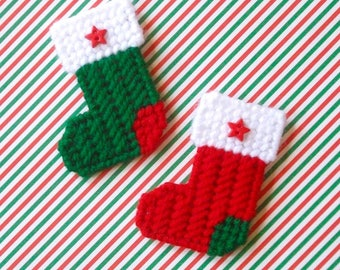 Plastic Canvas: Christmas Stockings Mini Magnets (set of 2)