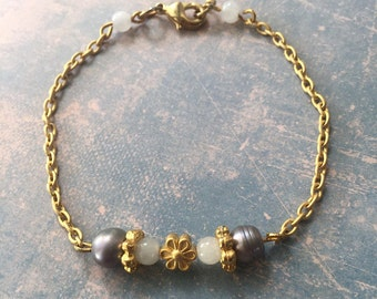 Matte gold plated bracelet with white jade and grey freshwater pearls