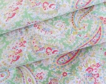 Delicious soft green true vintage Rose-Paisley eiderdown fabric~112cm x 71cm~The most classic of all designs!