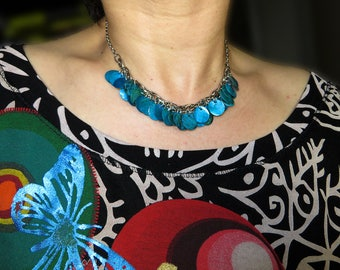 pretty turquoise blue shell necklace sequins of mother-of-Pearl and metal