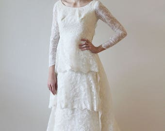 Vintage 1960s Tiered Lace Wedding Dress with Detachable Train