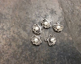 Sea Shell Charms with Pearl accents and antique silver finish Package of 5 charms perfect for adjustable bangle bracelets Beach theme charms