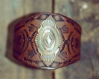 Cowgirl Bracelet, Western Jewelry, Retro Leather Bracelet, Southwest Leather Bracelet, Southwestern Jewelry, Vintage Leather Cuff