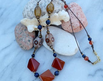 Agate - the Nepalese necklace