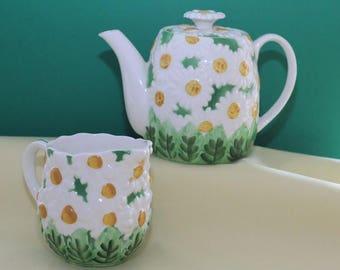 Vintage 1960's Lefton Daisytime Sugarbowl and Creamer Set