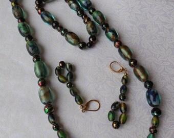Green beads to beautiful eyes.
