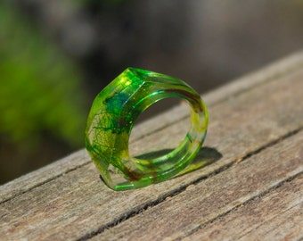 Green resin ring, Skeleton leaf ring, Nature ring, Faceted ring, Gift for her, Geometric ring, Resin jewelry, Nature jewelry, Women ring