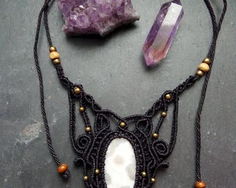 Macrame Necklace with Agate crimped, Victorian, hippie, Elfico