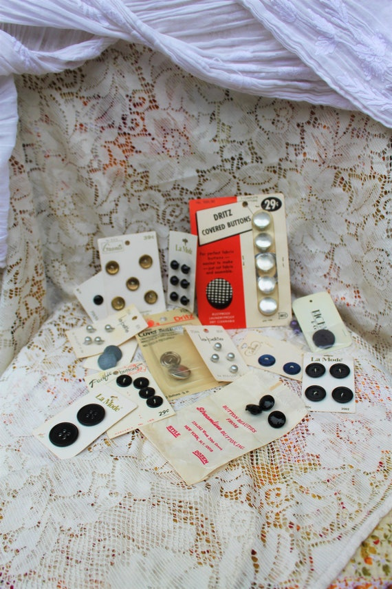 Lot of Vintage Buttons/Black and silver buttons/Vintage Seamstress/sewing epherma/vintage 1950s sewing supplies/Streamline buttons Inc/Rare