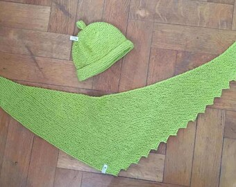 Shawl and hat // Apple Green With Glitters