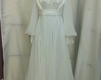 70s white wedding gown Queen Anne collar wedding gown long bridal gown vintage clothing vintage bridal size Medium