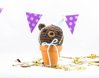 Crochet bear, crochet animal, party bear, pom pom hat, party hat, celebration, bear party, amigurumi bear