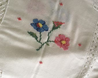 Embroidered rectangular tablecloth
