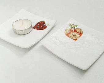 SALE 1/3 OFF Xmas trinket dishes, white fused glass with heart and ribbon xmas design, Set of Two