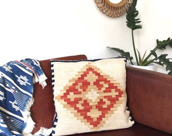 Vintage Kilim Pillow Cover   Wool Pillow Case Throw Pillow   Patterned Boho Cushion Geometric Pillow Beige   18 x 18 inches Kelim Pillow
