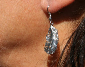 Earrings with metal feathers
