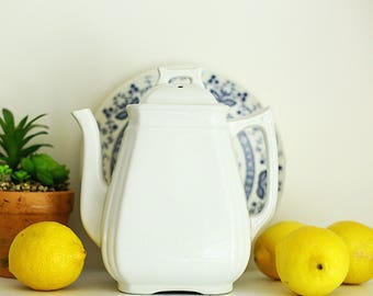 White ironstone teapot, excellent condition, antique teapot, farmhouse antique, 9 inches tall, Alfred Meakin England