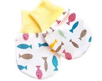 Organic cotton no scratch mittens , baby mittens , newborn mittens , Fish print , Daisy , newborn safe mittens