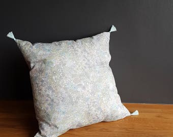 Decorative pillow in Liberty of London print - Margaret Annie. 40x40cm. Inner cushion included