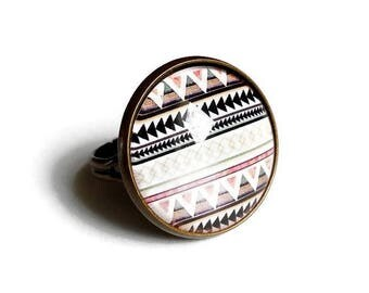 round ring * Aztec pink and black * geometry triangles tribal ethnic pink white brown black, glass cabochon