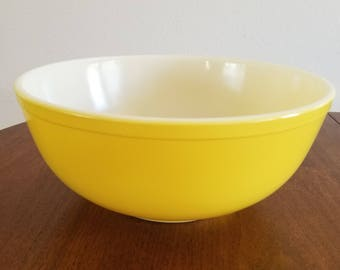 Pyrex Yellow Mixing Bowl - 404