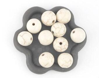 x 10 off-white (39) 10mm howlite round beads