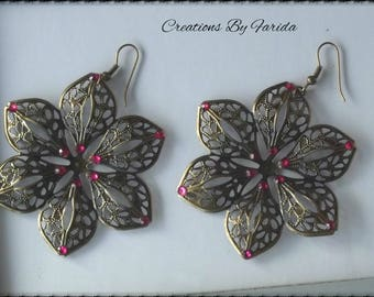 Bronze earrings dangle a flower with 6 petals with Fuchsia rhinestones