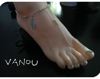 Jewel of foot in pastel pearl beads