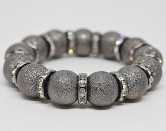 Metal tone stretchable beaded bracelet