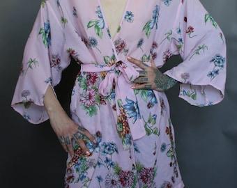 90's Vtg Pink Floral Print Robe