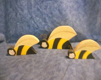 Country Buzzing Bee Shelf Sitters
