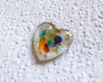 Seaham seaglass heart magnet - genuine English sea glass - rainbow heart magnet - moulded resin heart - rainbow sea glass - neodymium magnet