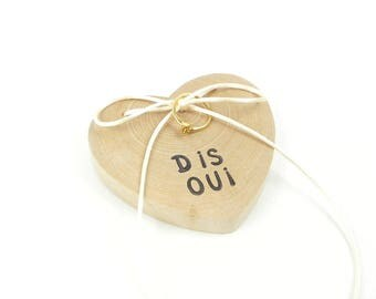 Cushion to alliance, wedding ring, engagement, heart wooden ring display, marriage proposal