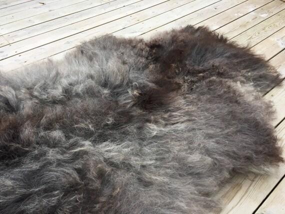 Large and lush sheepskin rug soft, volumous throw sheep skin long haired Norwegian pelt natural grey 18049