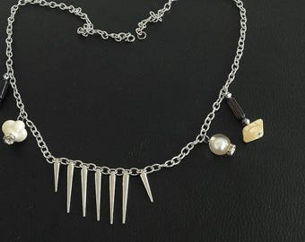 Spikes and beads pendant necklace