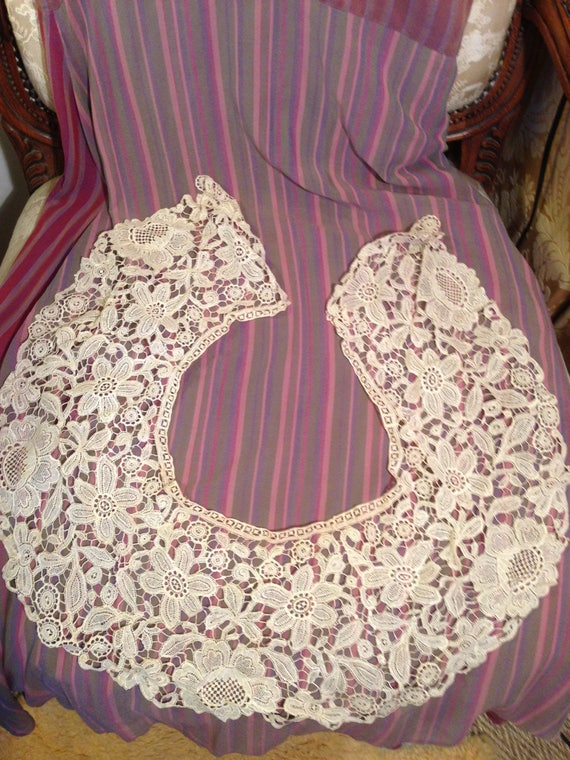 Large wide edwardian collar. 48x7 inches. Cream ..strong. Good